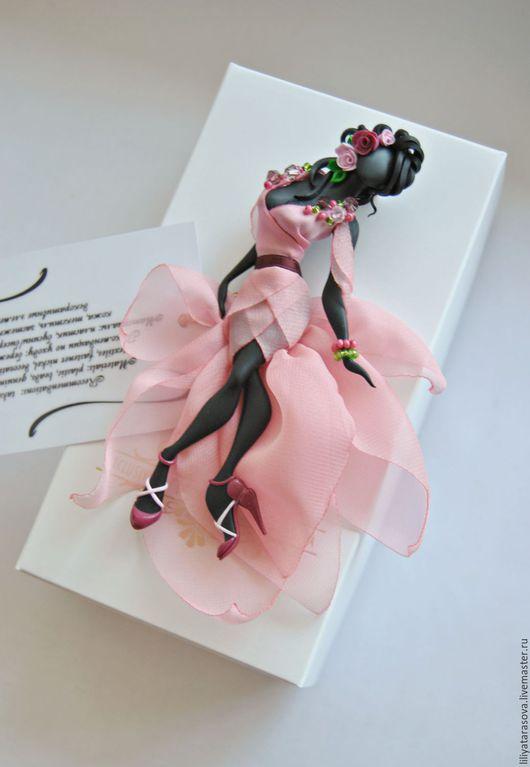 """Броши ручной работы. Ярмарка Мастеров - ручная работа. Купить брошь """"Ванесса"""". Handmade. Бледно-розовый, модный аксессуар"""