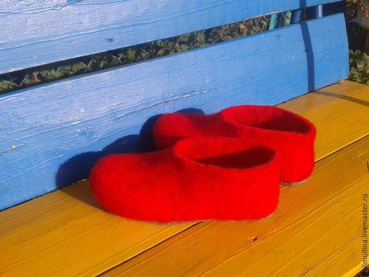 Обувь ручной работы. Ярмарка Мастеров - ручная работа. Купить Тапочки цветные.. Handmade. Ярко-красный, тапочки валяные