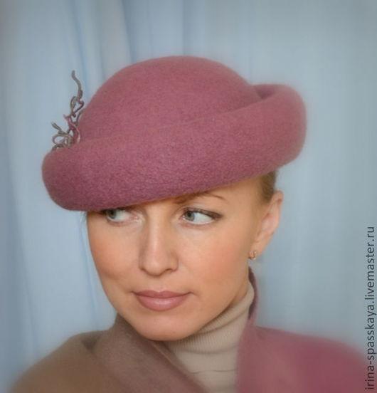 """Шляпы ручной работы. Ярмарка Мастеров - ручная работа. Купить Дамская шляпка """"Песня малиновки"""". Handmade. Брусничный, валяная шляпка"""