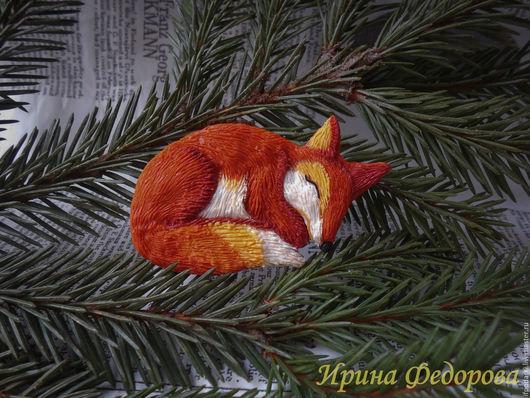 """Броши ручной работы. Ярмарка Мастеров - ручная работа. Купить Брошь-кулон """"Спящая лисичка"""". Handmade. Рыжий"""