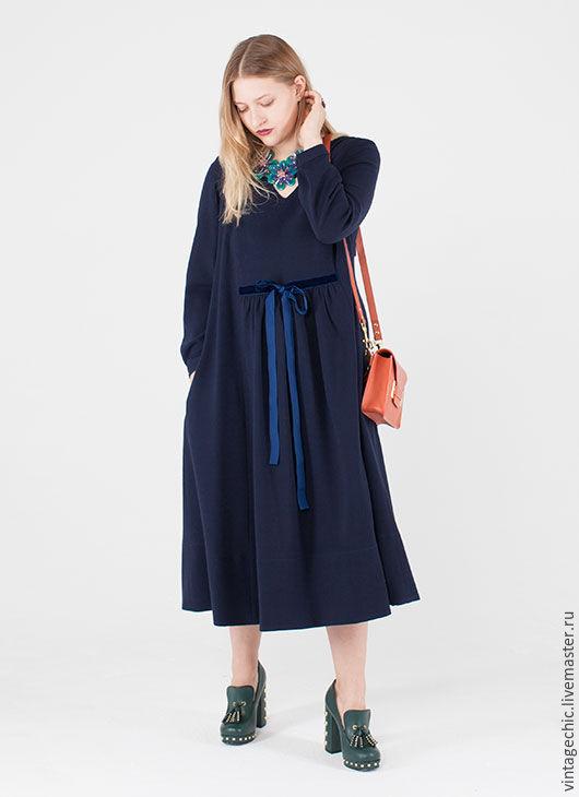 Платье из синей шерсти