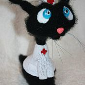 Мягкие игрушки ручной работы. Ярмарка Мастеров - ручная работа Вязаная кошка доктор.. Handmade.