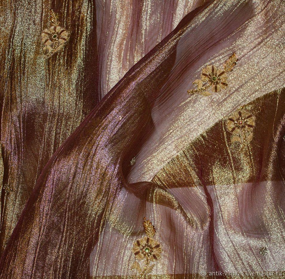 Аппликации антикварные, вышитые на ткани, Ткани, Москва,  Фото №1