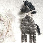 Украшения ручной работы. Ярмарка Мастеров - ручная работа Зебра пришла Брошь из ткани. Handmade.