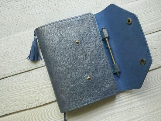 Блокноты ручной работы. Ярмарка Мастеров - ручная работа. Купить Блокнот из натуральной кожи А5 голубой.. Handmade. Блокнот, перламутр