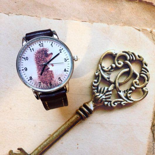 """Часы ручной работы. Ярмарка Мастеров - ручная работа. Купить часы """"Ежик в тумане"""". Handmade. Коричневый, рисунок ежик, часы"""
