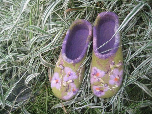 """Обувь ручной работы. Ярмарка Мастеров - ручная работа. Купить Тапочки """"Нежные крокусы"""". Handmade. Домашние тапочки, бисер чешский"""