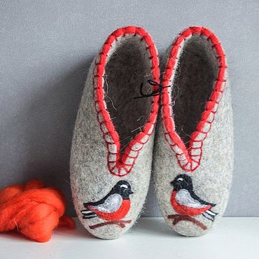Обувь ручной работы. Ярмарка Мастеров - ручная работа Тапочки закрытые: Серые с красной птичкой. Handmade.
