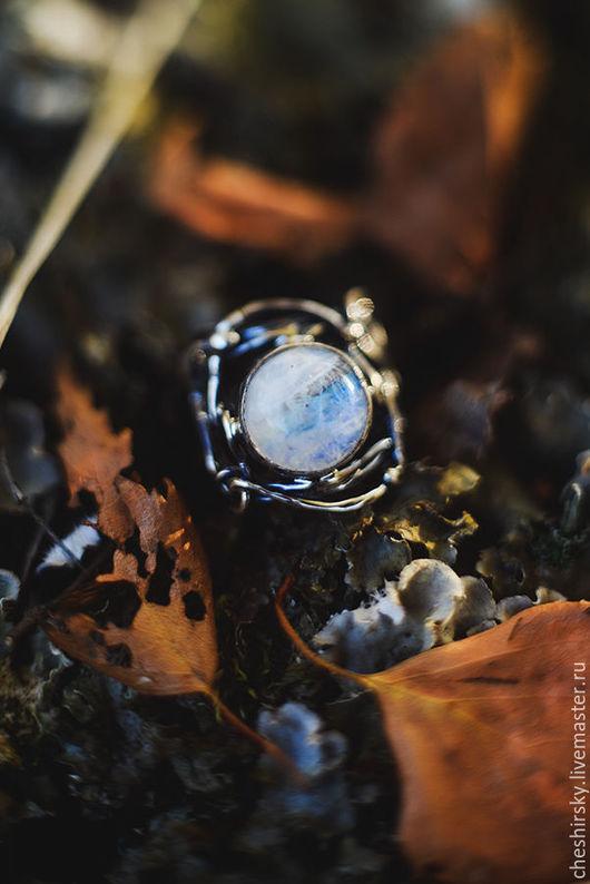 """Кольца ручной работы. Ярмарка Мастеров - ручная работа. Купить Серебряное кольцо с лунным камнем """"Полнолуние"""". Handmade. Голубой, Сумерки"""