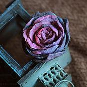 """Брошь-булавка ручной работы. Ярмарка Мастеров - ручная работа Брошь ручной работы """"Лилово-голубая роза"""". Handmade."""