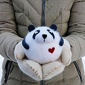 Подарки к праздникам ручной работы. Ярмарка Мастеров - ручная работа Панда Валентин - войлочная игрушка - валентинка. Handmade.
