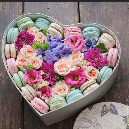 Необычный подарок для девушки - сердце с цветами и макарони