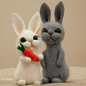 Войлочная игрушка ручной работы. Ярмарка Мастеров - ручная работа Зайчики (композиция из шерсти, валяные игрушки). Handmade.
