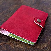 """Канцелярские товары ручной работы. Ярмарка Мастеров - ручная работа красная кожаная обложка для паспорта, на застежке, """"Земляничная поляна. Handmade."""