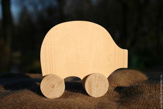 Поросёнок-каталка деревянная игрушка ручной работы