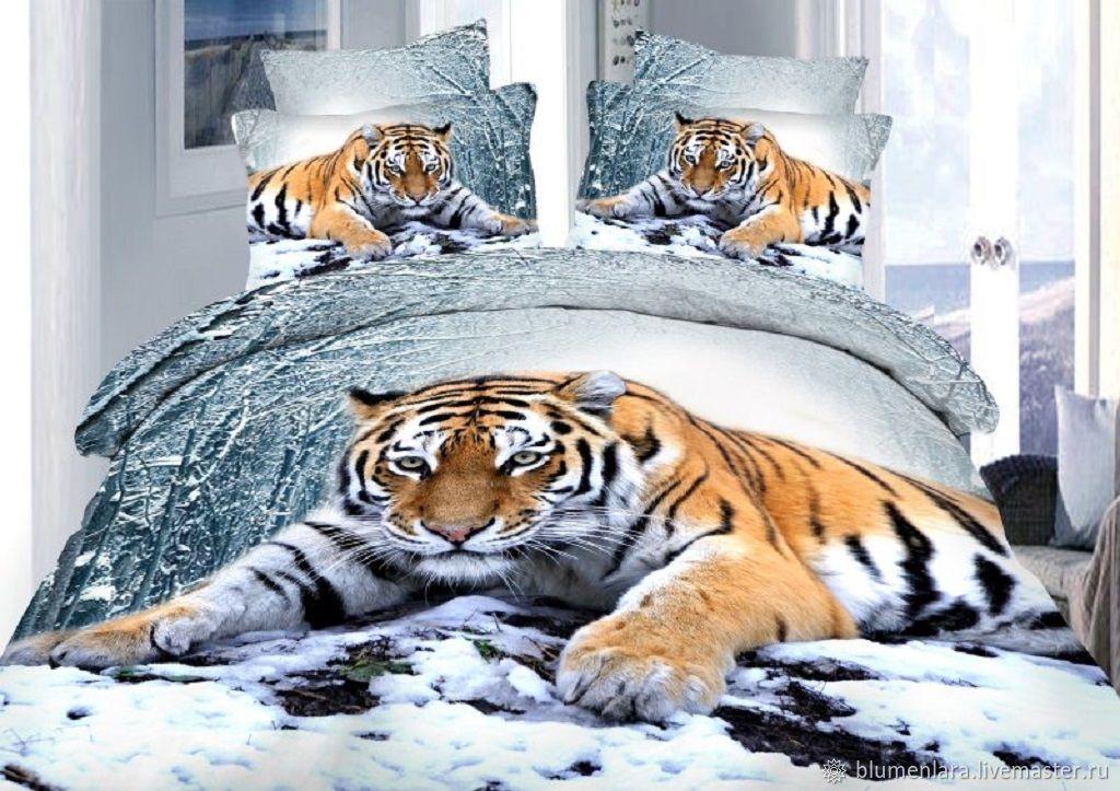 Ткань Тигры представлена в одном рулоне в большим тигром. При выкраивании наволочек 70х70см купон делим пополам по вертикали, чтобы визуально тигр был на обоих наволочках.