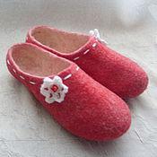 """Обувь ручной работы handmade. Livemaster - original item Тапочки валяные домашние """"Вкус клубники со сливками"""". Handmade."""
