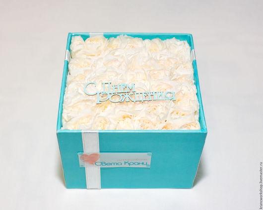 """Букеты ручной работы. Ярмарка Мастеров - ручная работа. Купить Белые гвоздики в подарочной коробке ручной работы в стиле """"Тиффани"""". Handmade."""