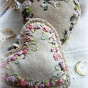 Для дома и интерьера ручной работы. Ярмарка Мастеров - ручная работа Текстильные подвески с вышивкой шелковыми лентами. Handmade.