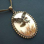 """Украшения ручной работы. Ярмарка Мастеров - ручная работа Кулон """"Степной орёл"""" - сухоцветы, полимерная глина, ювелирная смола. Handmade."""