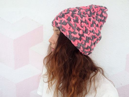 Шапки ручной работы. Ярмарка Мастеров - ручная работа. Купить Розово-серая шапка из мягкой плюшевой пряжи. Handmade.