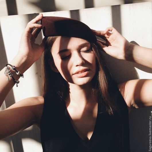 """Береты ручной работы. Ярмарка Мастеров - ручная работа. Купить Шляпка из велюра""""Николь"""". Handmade. Бордовый, коктейльная шляпка, весеннее настроение"""