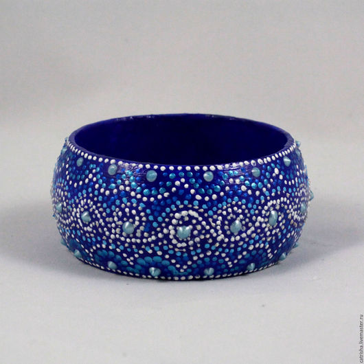 Деревянный широкий браслет с росписью синий, кружева, гжель, зима, широкий синий браслет, деревянный широкий синий браслет, браслет с росписью гжель синий, зима синий браслет кружево, синий браслет