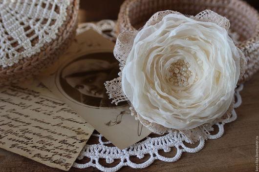 Брошь Брошь цветок Брошь в форме цветка Брошь в виде цветка Брошь роза Роза из ткани Брошь бутоньерка