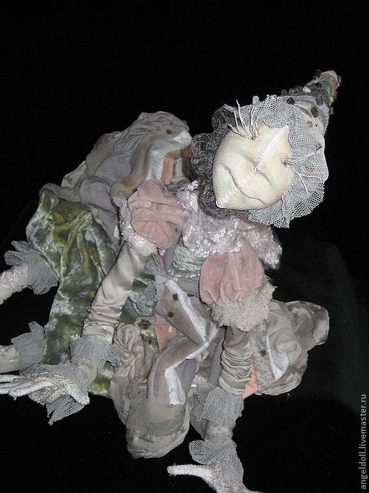 Жаль,что на фото не видна красивая фактура винтажных тканей...