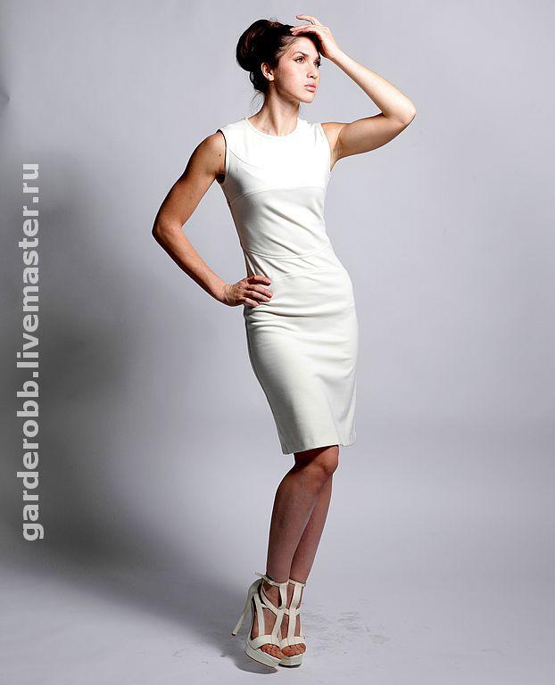 Белое классическое платье футляр