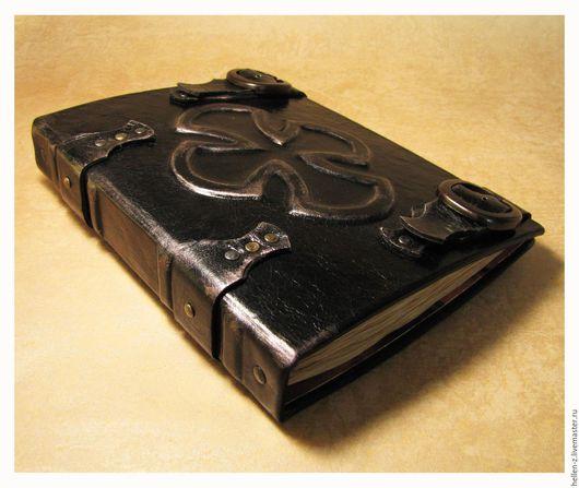 """Ежедневники ручной работы. Ярмарка Мастеров - ручная работа. Купить Ежедневник """"Secret of Warlock"""" скетчбук из натуральной кожи. Handmade."""