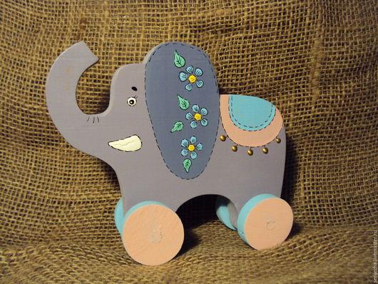 Слон-каталка, декорированный, деревянная игрушка ручной работы