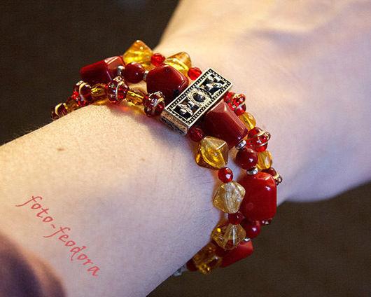 """Браслеты ручной работы. Ярмарка Мастеров - ручная работа. Купить """"Золотой коралл"""" браслет трехрядный и серьги с красным кораллом. Handmade."""