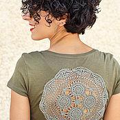 Одежда ручной работы. Ярмарка Мастеров - ручная работа Оливково зеленая футболка с ажурной аппликацией на спине Размер S. Handmade.