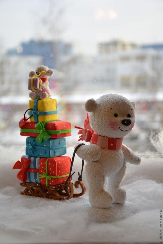 Коллекционные куклы ручной работы. Ярмарка Мастеров - ручная работа. Купить Мишка с подарками из фоамирана. Мастер-класс. Handmade. Белый