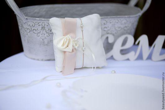 Свадебные аксессуары ручной работы. Ярмарка Мастеров - ручная работа. Купить Подушечка для колец. Handmade. Бежевый, подушечка на свадьбу, ткань