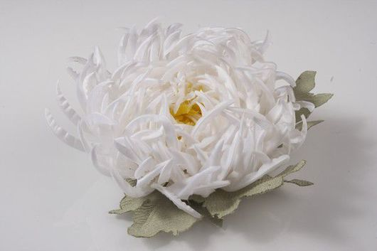 Броши ручной работы. Ярмарка Мастеров - ручная работа. Купить Хризантема брошь. Handmade. Цветы из ткани, цветы ручной работы