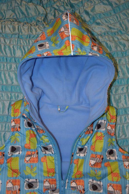 Одежда унисекс ручной работы. Ярмарка Мастеров - ручная работа. Купить Детская утепленная жилетка Жирафики. Handmade. Жилетка, молния