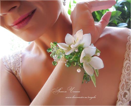 Свадебный браслет в зеленой цветовой гамме с цветками из фоамирана.  Браслет для невесты с цветами из фоамирана Необычный свадебный цветочный браслет