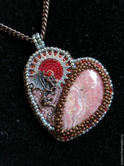 Кулоны, подвески ручной работы. Ярмарка Мастеров - ручная работа. Купить Сердце Саламандры. Handmade. Разноцветный, сердце, чешский бисер