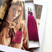 Серьги-кисточки Royal purple пурпурные розовые фуксия шелк фианиты