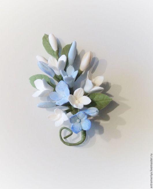 Броши ручной работы. Ярмарка Мастеров - ручная работа. Купить Брошь с цветами из полимерной глины голубая и белая гортензия. Handmade.