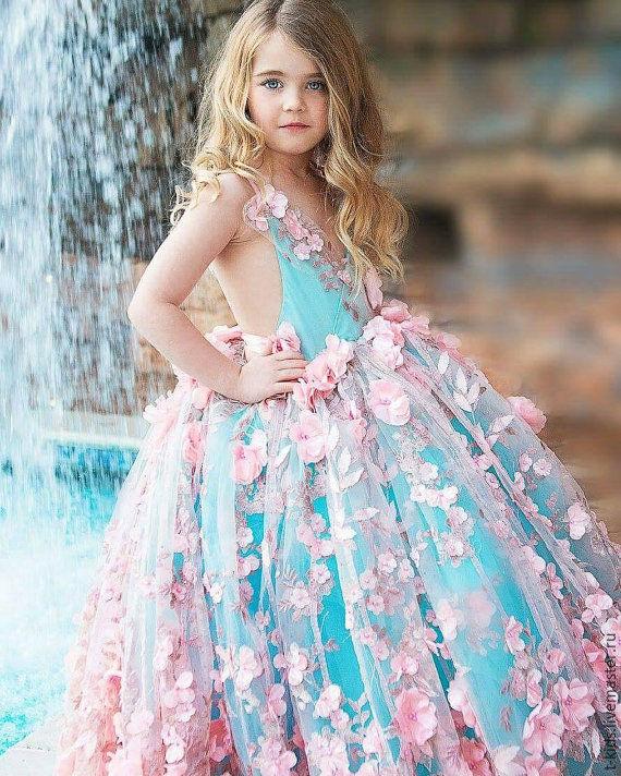 Роскошное платье на выпускной для девочки