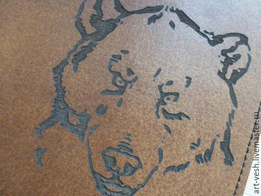 Обложка для паспорта Медведь. Кожаная обложка на паспорт.