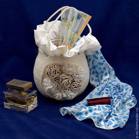 Женские сумки ручной работы. Ярмарка Мастеров - ручная работа. Купить Сумочка «Розы». Handmade. Белый, сумочка для невесты, войлок