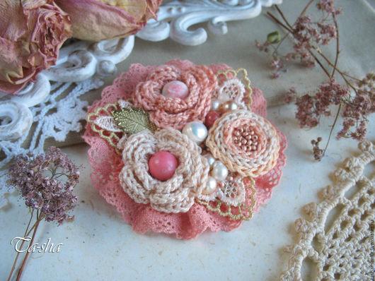 Купить брошь ручной работы. Ярмарка мастеров. Брошь цветок розовый коралл. Магазин Ta-shamanka:броши колье бусы. Бохо украшение. Брошь из ткани.
