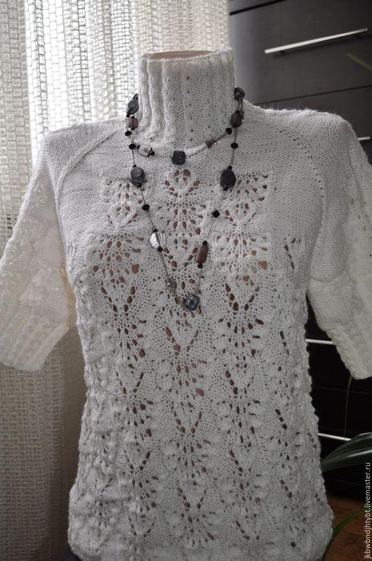 Молочный свитерок ручной вязки