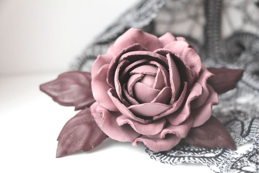 роза из кожи брошь из кожи купить брошь из кожи кожаная брошь цветок из кожи