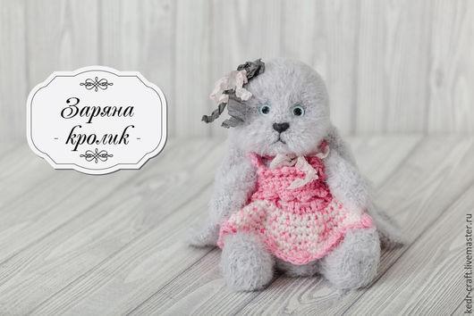 Игрушки животные, ручной работы. Ярмарка Мастеров - ручная работа. Купить кролик Заряна мягкая игрушка, серый вязаный зайчик в платье. Handmade.