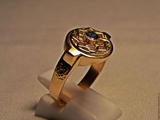 Кольцо  `Цветок лотоса` в золоте с сапфиром.
